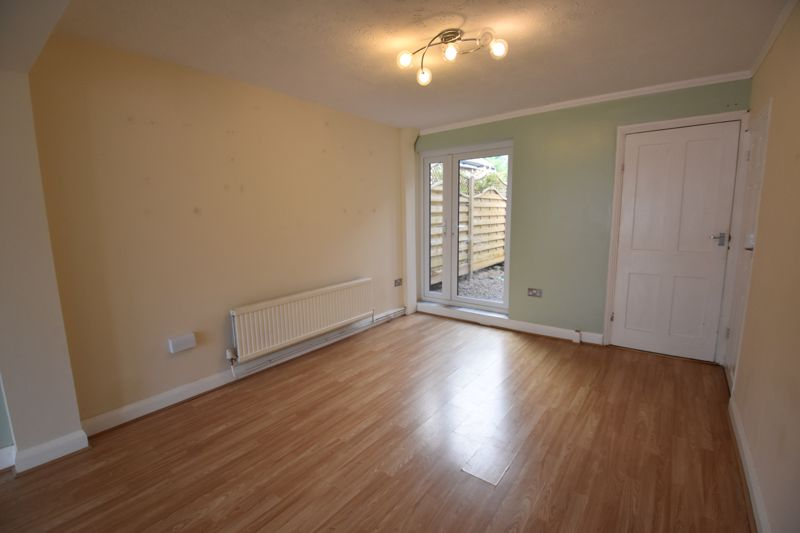 3 bedroom  to rent in Ashcroft Road, Luton - Photo 2