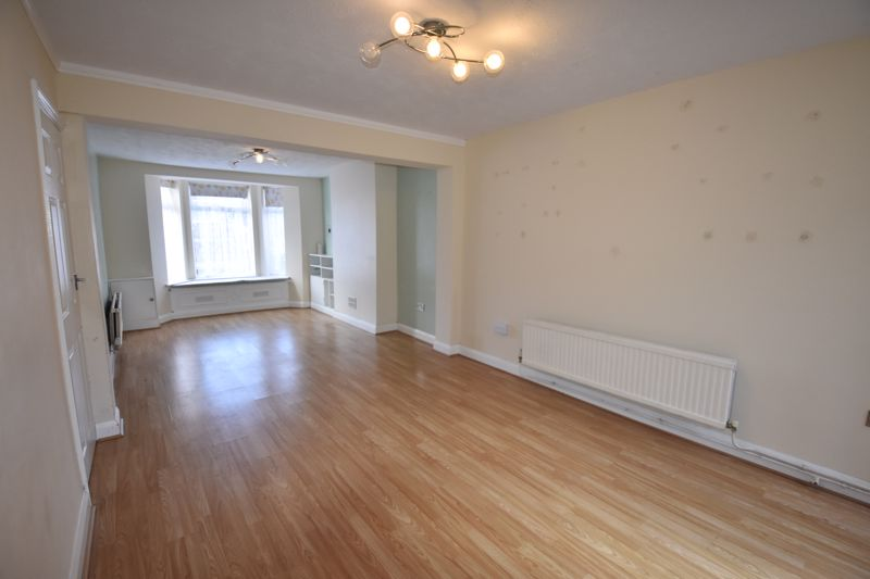 3 bedroom  to rent in Ashcroft Road, Luton - Photo 3