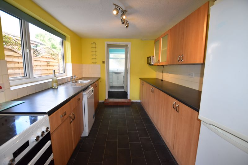 3 bedroom  to rent in Ashcroft Road, Luton - Photo 5