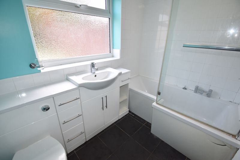 3 bedroom  to rent in Ashcroft Road, Luton - Photo 6