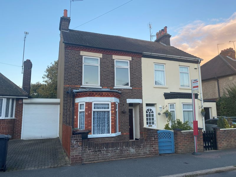3 bedroom  to rent in Ashcroft Road, Luton - Photo 17