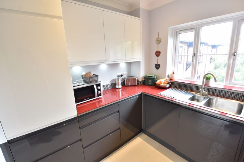 2 bedroom Flat to buy in Saddlers Mews, St. Albans - Photo 2