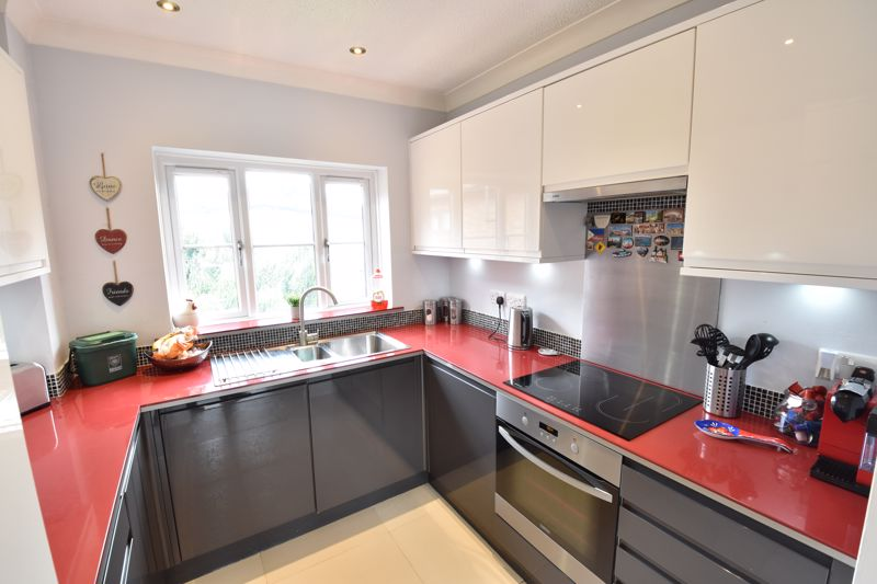 2 bedroom Flat to buy in Saddlers Mews, St. Albans - Photo 3