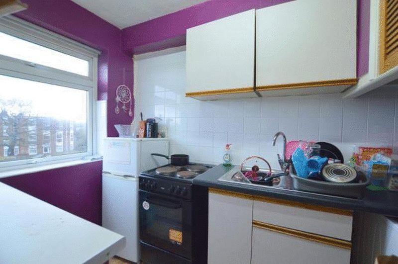 2 bedroom  to buy in Elderberry Close, Luton - Photo 1