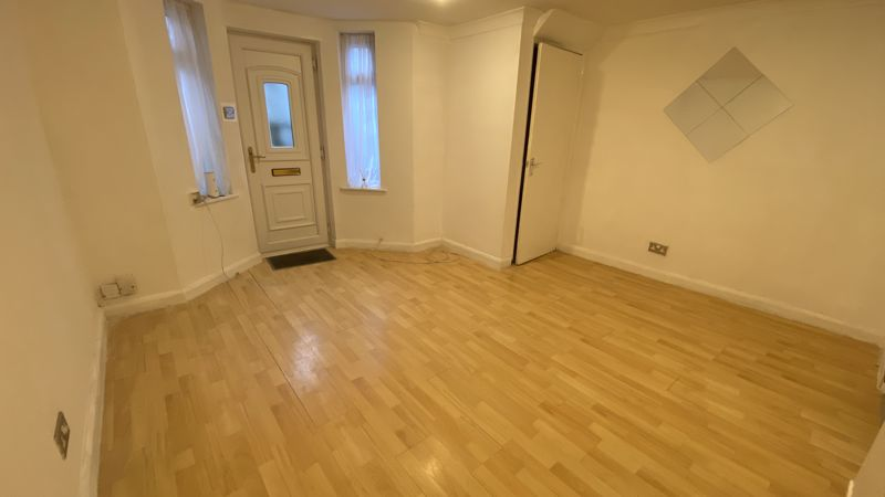 1 bedroom Flat to buy in Grove Road, Luton - Photo 3