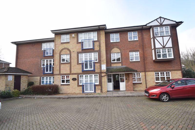 2 bedroom Flat to buy in Earls Meade, Luton