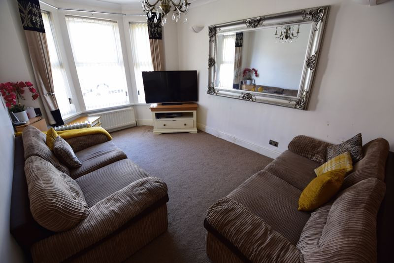3 bedroom Mid Terrace to buy in Dallow Road, Luton - Photo 1