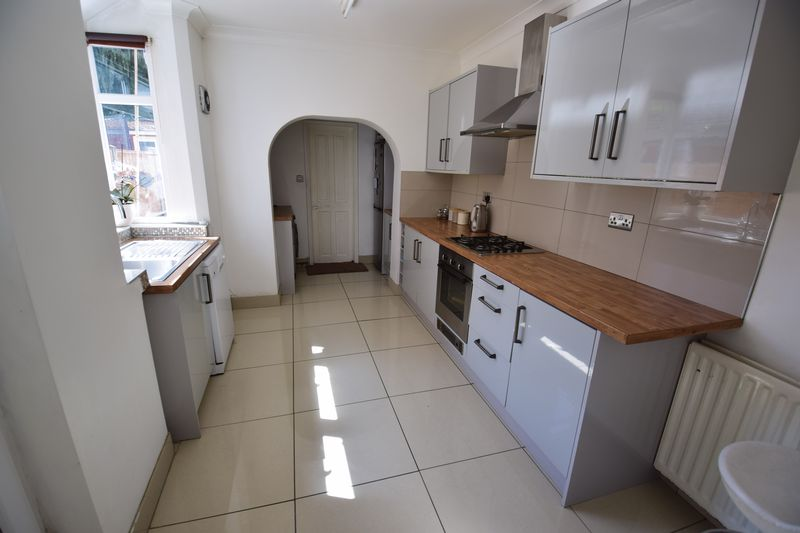 3 bedroom Mid Terrace to buy in Dallow Road, Luton - Photo 4