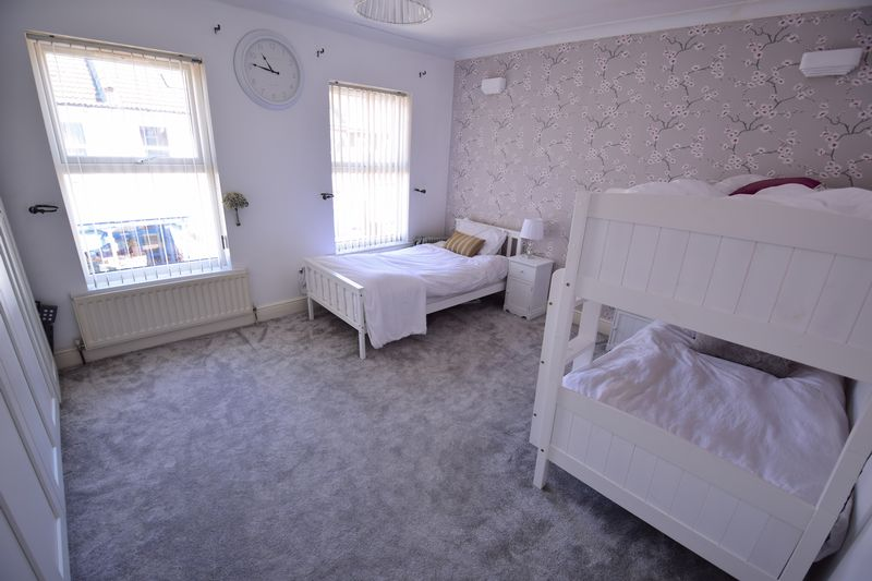 3 bedroom Mid Terrace to buy in Dallow Road, Luton - Photo 9