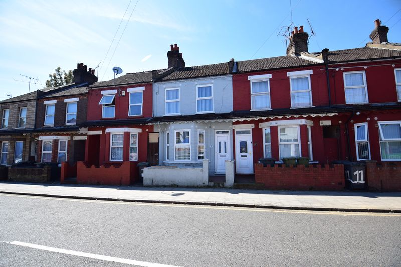 3 bedroom Mid Terrace to buy in Dallow Road, Luton - Photo 16