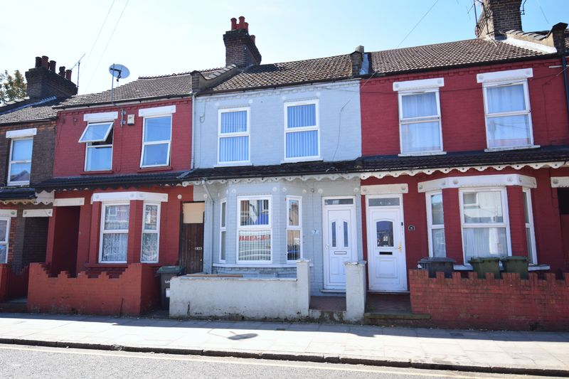 3 bedroom Mid Terrace to buy in Dallow Road, Luton