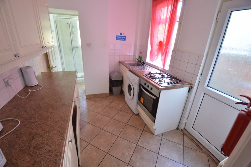 4 bedroom Mid Terrace to buy in Hitchin Road, Luton - Photo 2