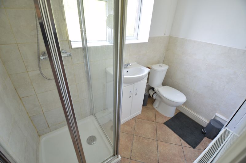 4 bedroom Mid Terrace to buy in Hitchin Road, Luton - Photo 3