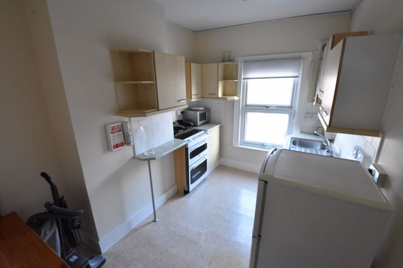 5 bedroom  to rent in Ramridge Road, Luton - Photo 11