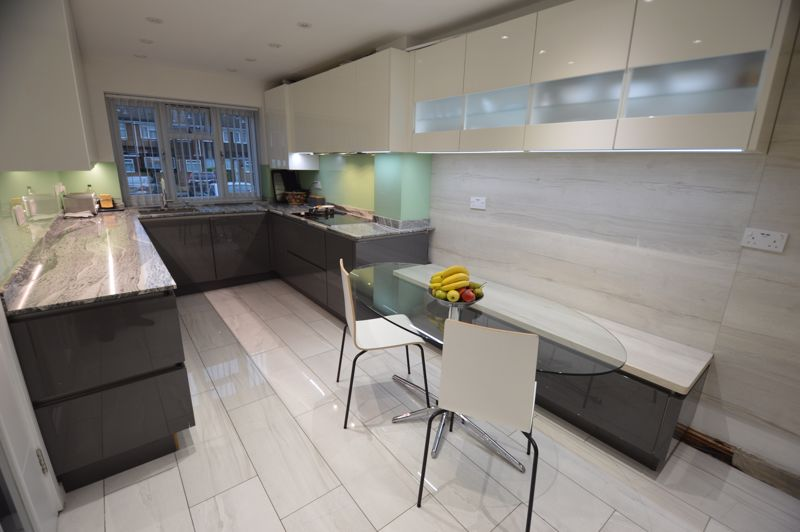 3 bedroom Mid Terrace to buy in Easingwold Gardens, Luton