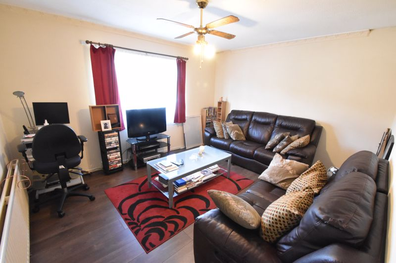 1 bedroom Flat to buy in Ramsey Close, Luton - Photo 2
