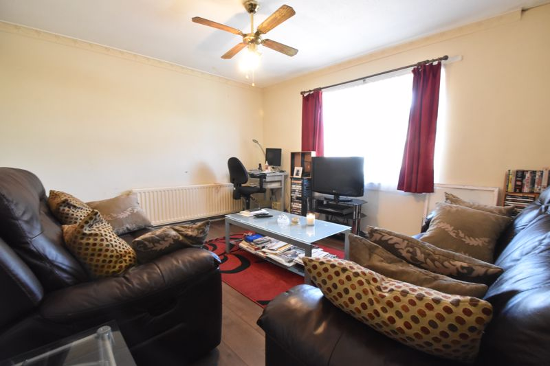 1 bedroom Flat to buy in Ramsey Close, Luton - Photo 5