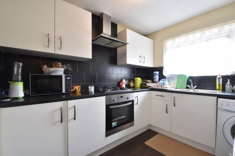 1 bedroom Flat to buy in Ramsey Close, Luton - Photo 9