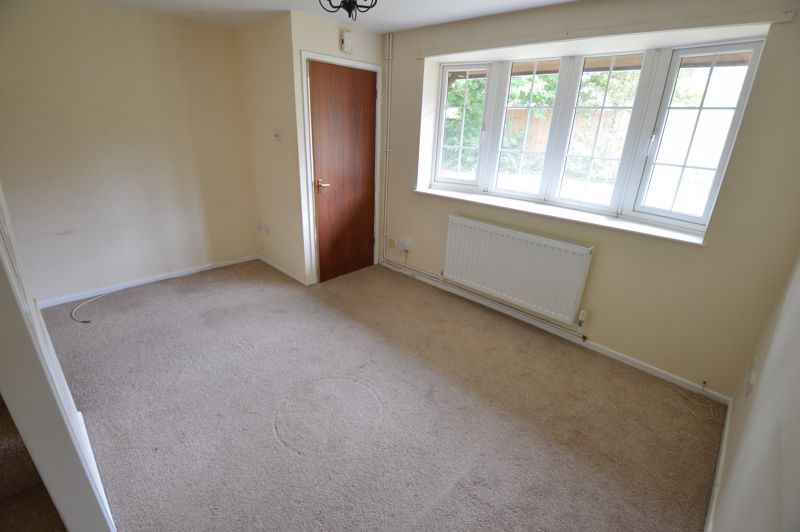 2 bedroom End Terrace to buy in Cheslyn Close, Luton - Photo 2