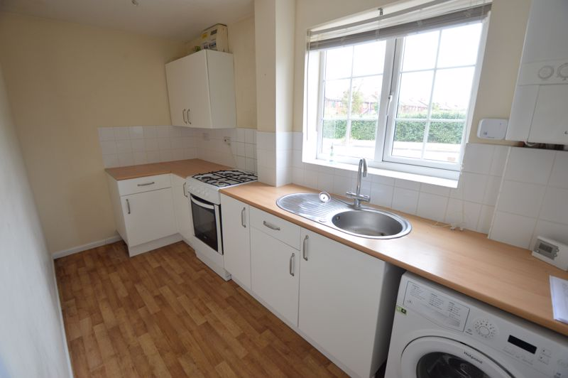 2 bedroom End Terrace to buy in Cheslyn Close, Luton - Photo 4