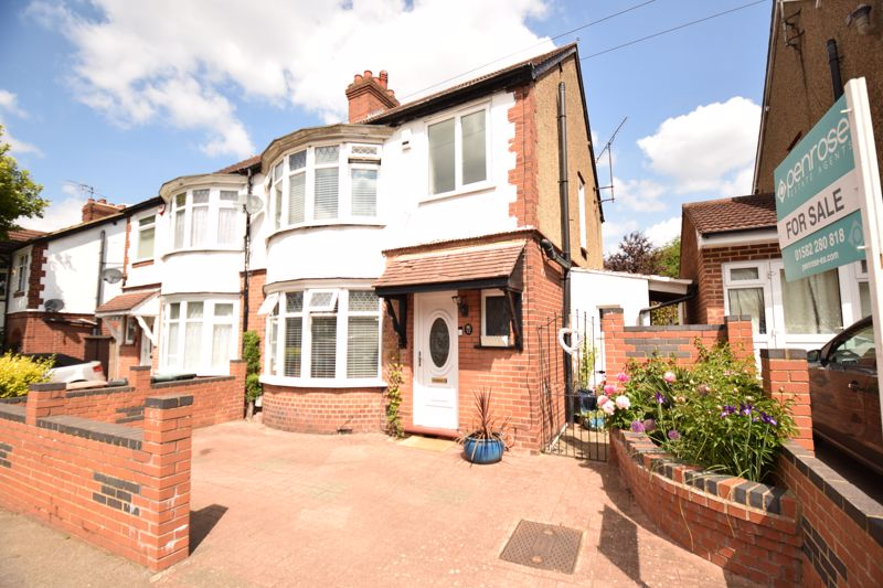 3 bedroom Semi-Detached  to buy in Woodbury Hill, Luton