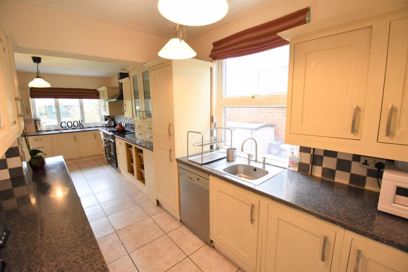 3 bedroom Semi-Detached  to buy in Woodbury Hill, Luton - Photo 1