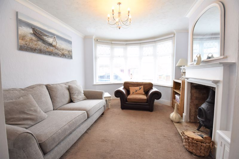3 bedroom Semi-Detached  to buy in Woodbury Hill, Luton - Photo 4