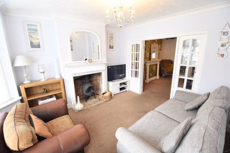 3 bedroom Semi-Detached  to buy in Woodbury Hill, Luton - Photo 6