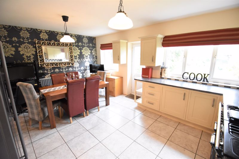 3 bedroom Semi-Detached  to buy in Woodbury Hill, Luton - Photo 10
