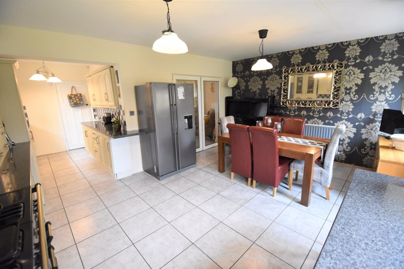 3 bedroom Semi-Detached  to buy in Woodbury Hill, Luton - Photo 11