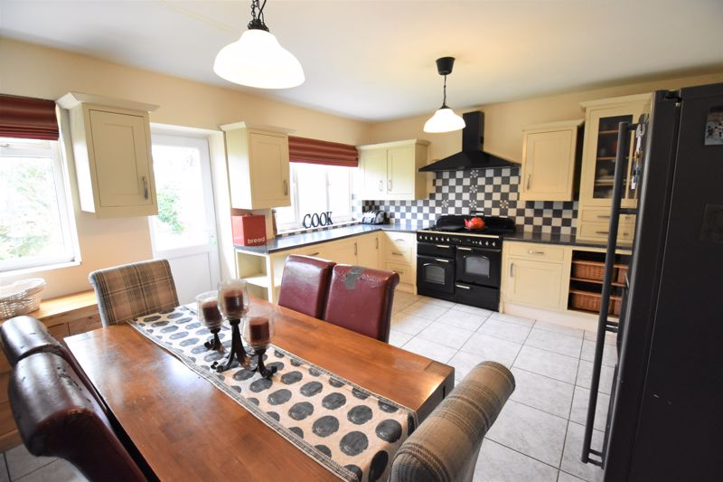 3 bedroom Semi-Detached  to buy in Woodbury Hill, Luton - Photo 13