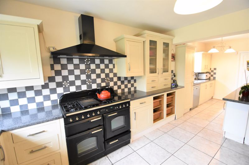 3 bedroom Semi-Detached  to buy in Woodbury Hill, Luton - Photo 14