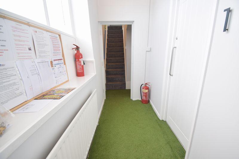 11 bedroom  to buy in Park Street, Luton - Photo 2