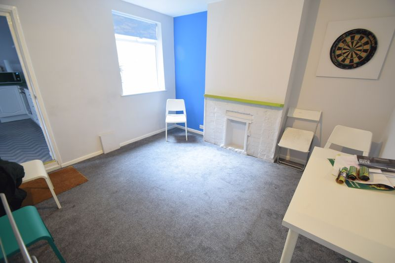 11 bedroom  to buy in Park Street, Luton - Photo 3