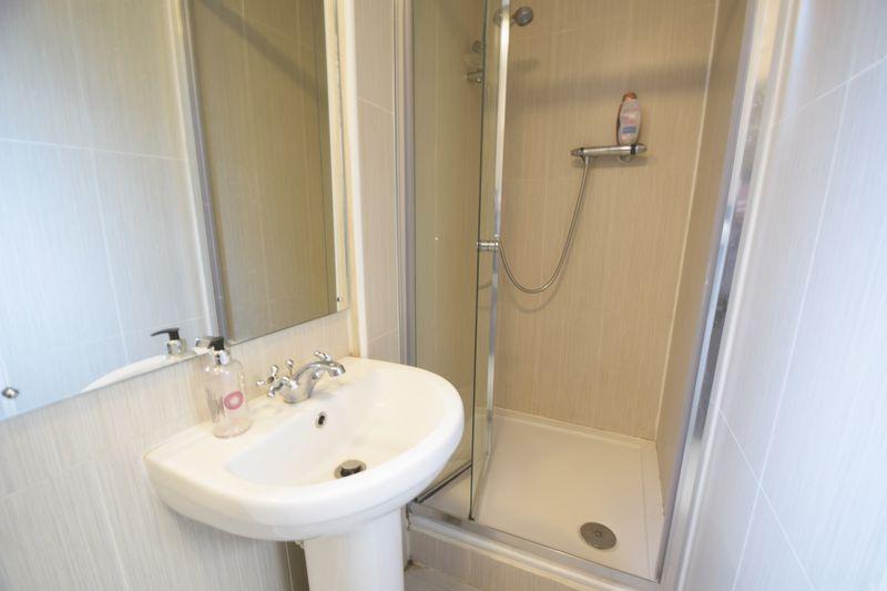 11 bedroom  to buy in Park Street, Luton - Photo 4