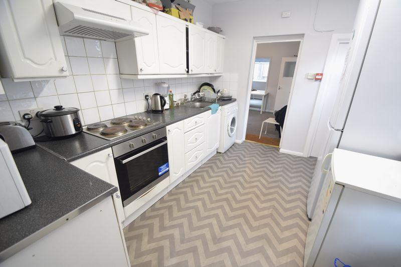11 bedroom  to buy in Park Street, Luton - Photo 5