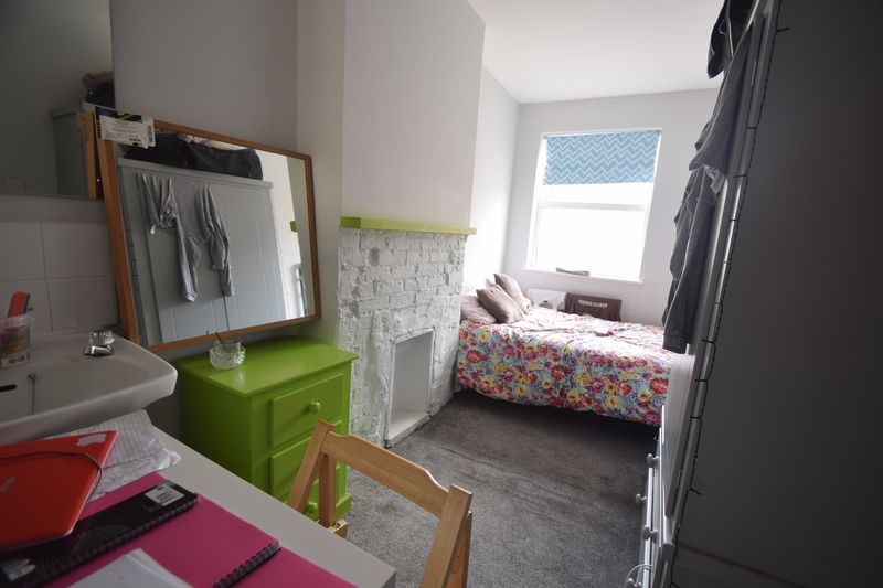 11 bedroom  to buy in Park Street, Luton - Photo 9