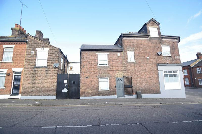 11 bedroom  to buy in Park Street, Luton