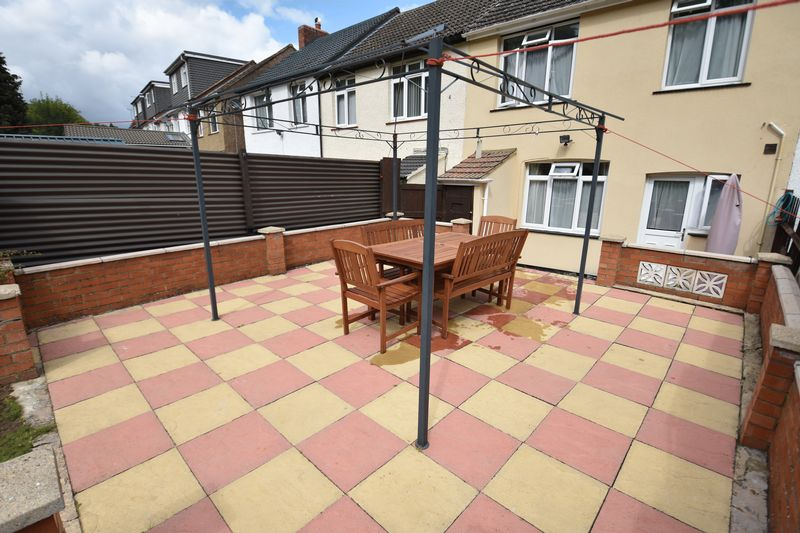 3 bedroom Mid Terrace to buy in Runley Road, Luton - Photo 3