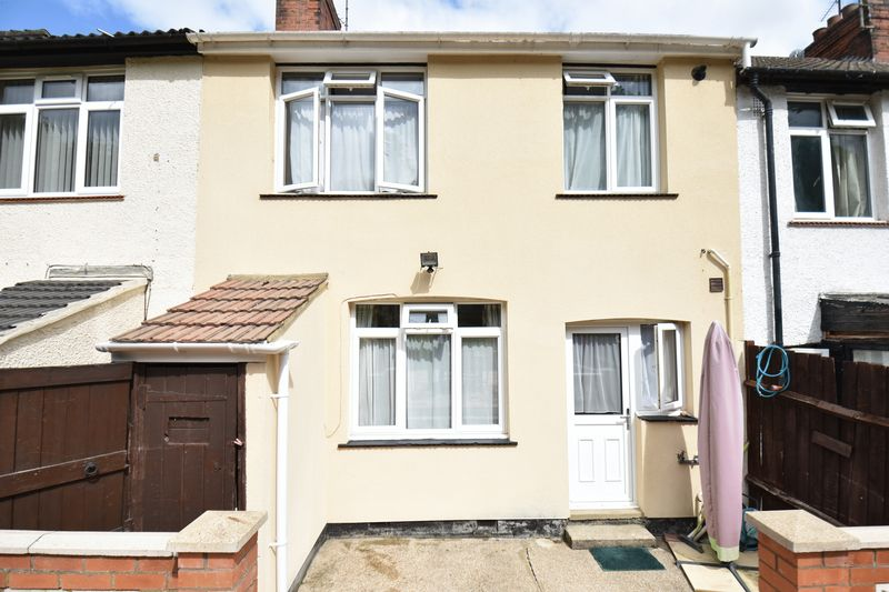 3 bedroom Mid Terrace to buy in Runley Road, Luton - Photo 5