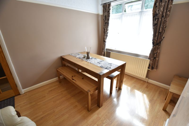 3 bedroom Mid Terrace to buy in Runley Road, Luton - Photo 7