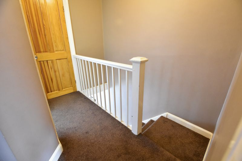 3 bedroom Mid Terrace to buy in Runley Road, Luton - Photo 13