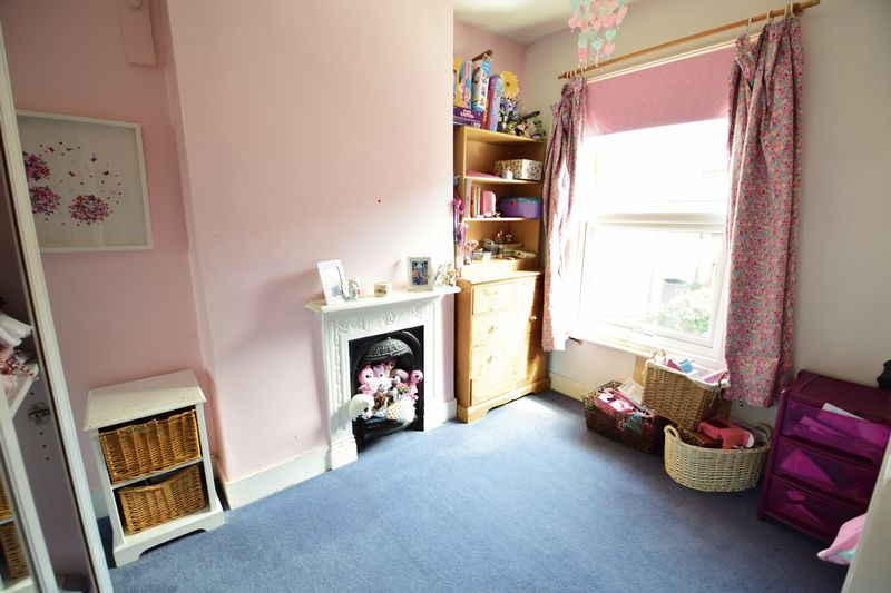 2 bedroom Mid Terrace to buy in Tennyson Road, Luton - Photo 8