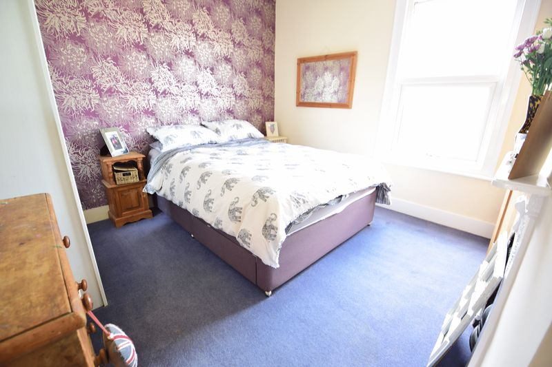 2 bedroom Mid Terrace to buy in Tennyson Road, Luton - Photo 11