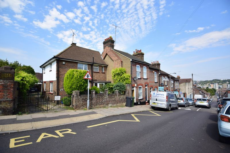 2 bedroom Mid Terrace to buy in Tennyson Road, Luton