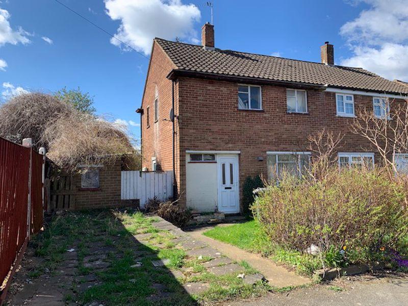 2 bedroom Semi-Detached  to buy in Wodecroft Road, Luton