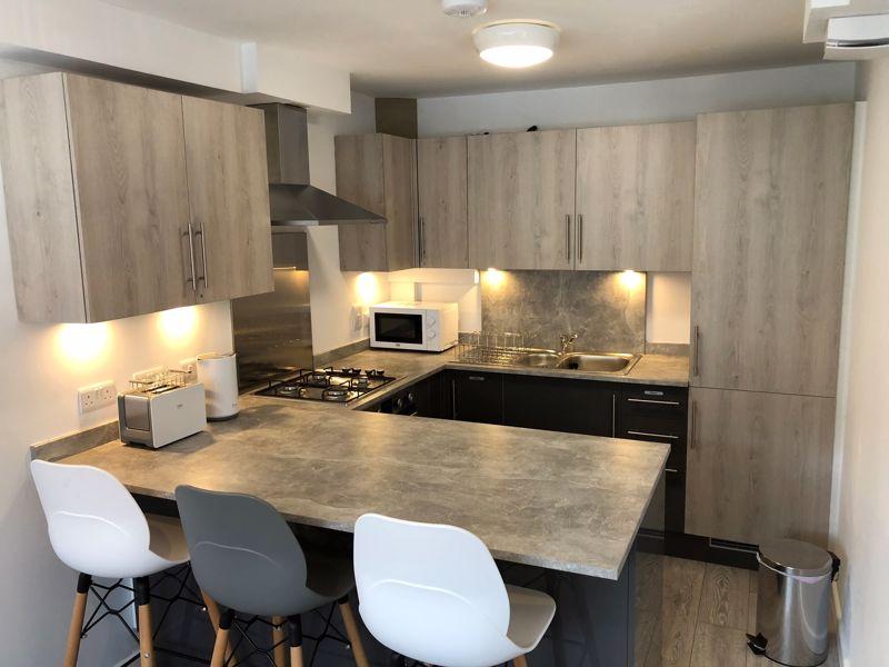 1 bedroom Apartment / Studio to rent in Chertsey Close, Luton - Photo 2