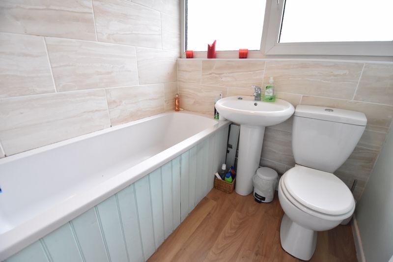2 bedroom  to buy in Brendon Avenue, Luton - Photo 10