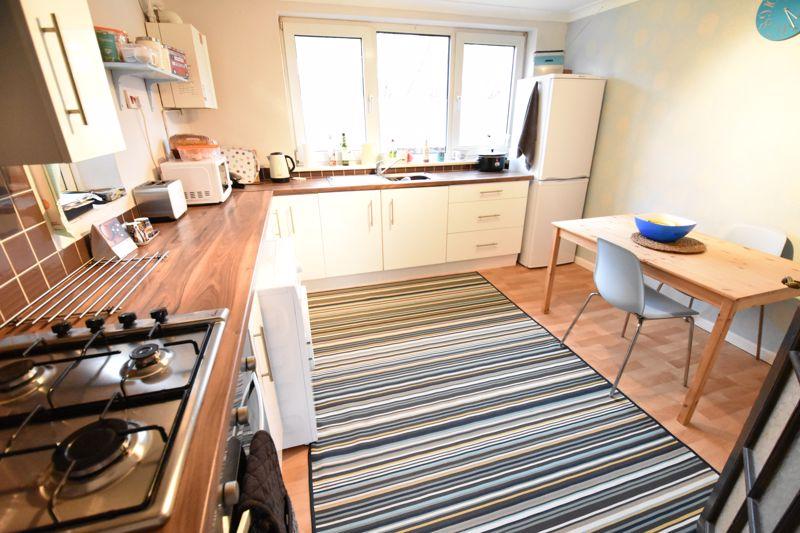 2 bedroom  to buy in Brendon Avenue, Luton - Photo 12