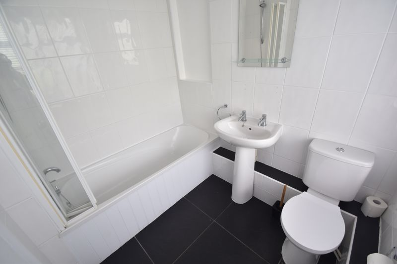 2 bedroom Flat to rent in Buxton Road, Luton - Photo 2